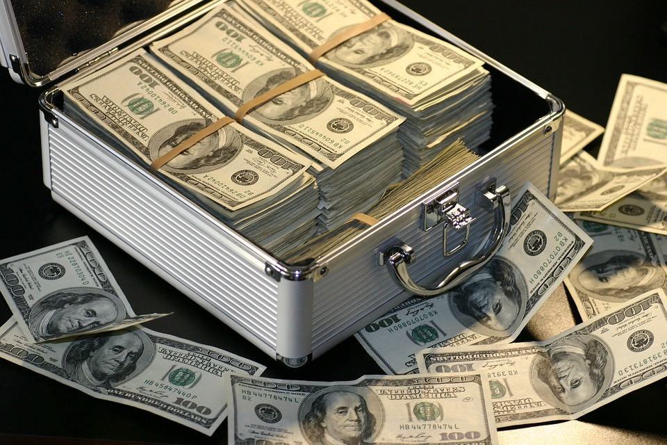 年収300万の人が億万長者になるためにまずすべきこと